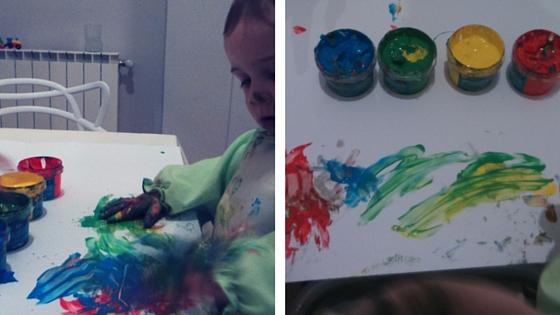 pintando con la pintura de dedos