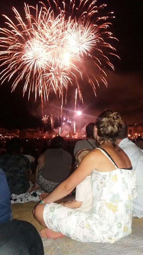 viendo los fuegos artificiales desde La Concha. Semana Grande 2016 Donostia