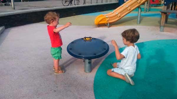 jugando en el parque con Lucas