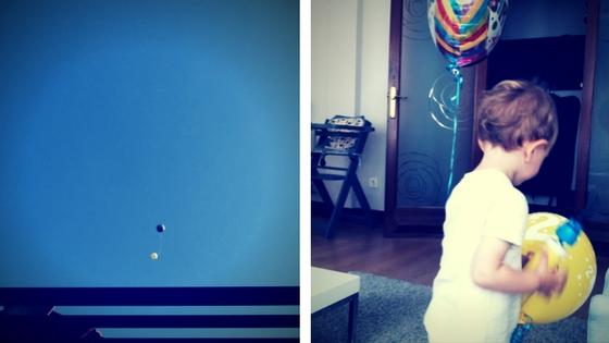 Con los globos de los deseos. Escribe un deseo y déjalo volar.