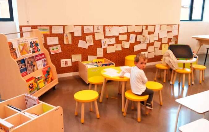 Pintando sin parar en la biblioteca de creación Ubik Tabakalera