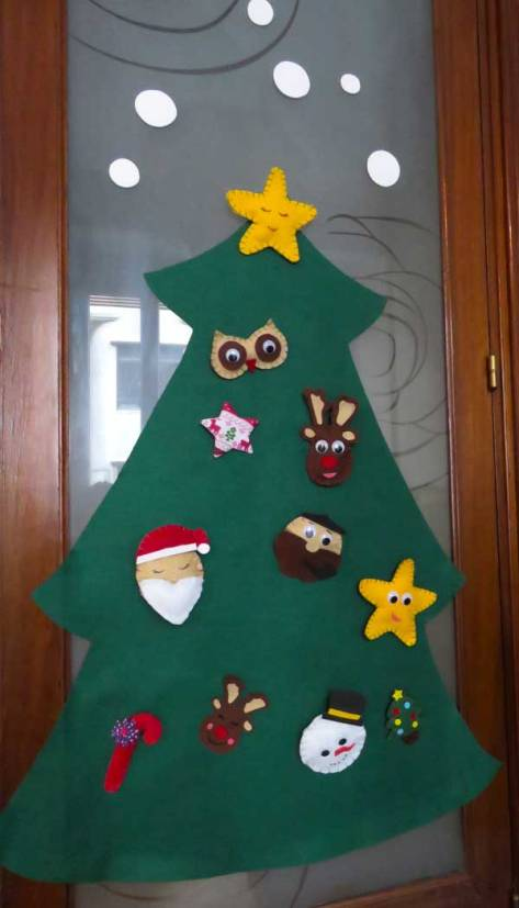Nuestro nuevo árbol de Navidad DIY, aunque aún nos quedan detalles