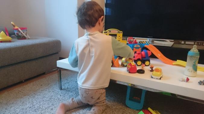jugando con el juguetito nuevo
