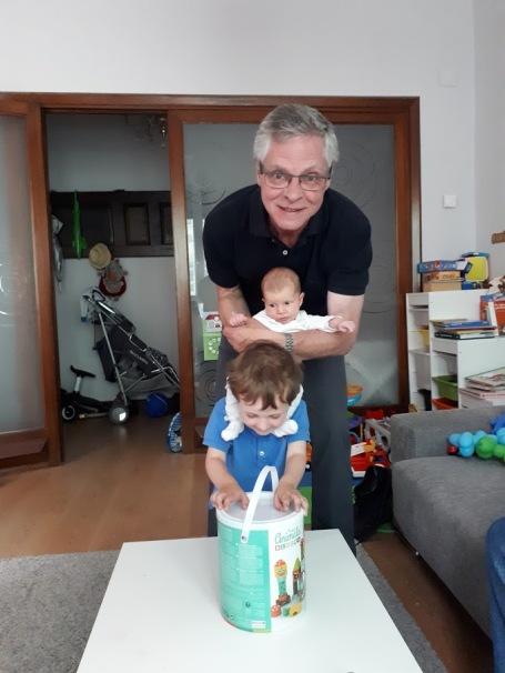 con abuelo y daniel mispiesgriegos