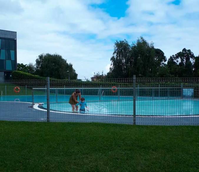 mimiydaniel_piscina_intxurrondo_municipal_mispiesgriegosjpg