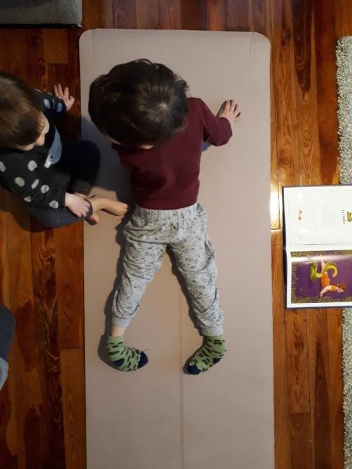 yoga en casa mis pies griegos