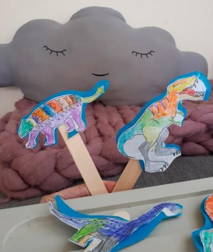 marionetas_dinosaurio_mispiesgriegos