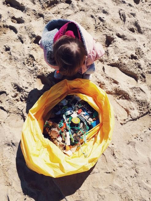 playas-limpias-mispiesgriegos-donostia-zurriola