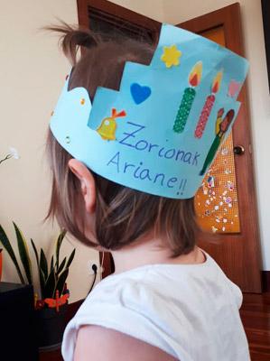 zorionak-ariane-cumple2-mispiesgriegos