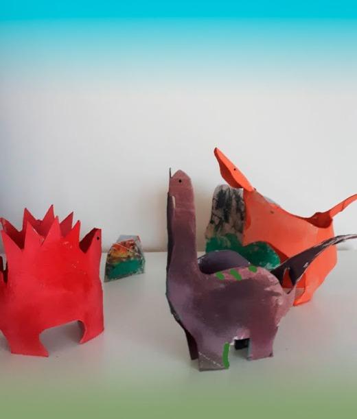 dinosuarios-con-papel-higienico-mispiesgriegos