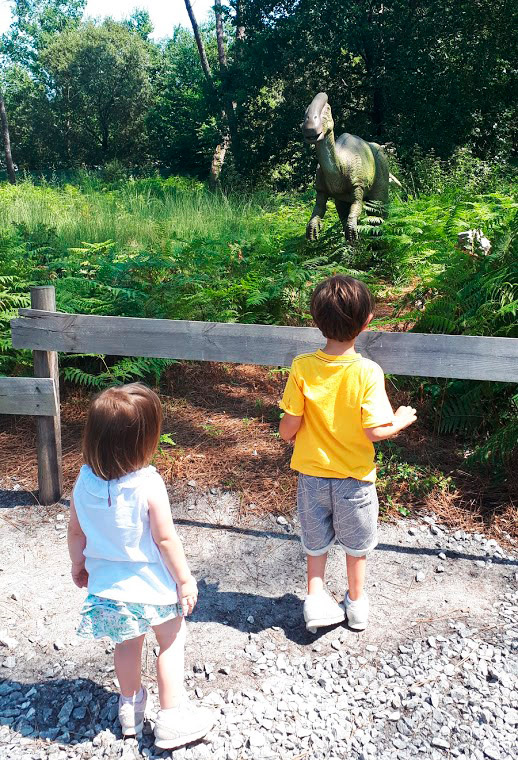 paseo-entre-dinosaurios-azur-dinosaurs-parc-landas-mispiesgriegos