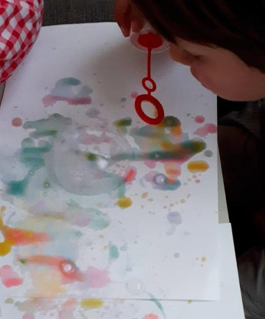 pintando--con-pompas-de-jabón-mispiesgriegos2
