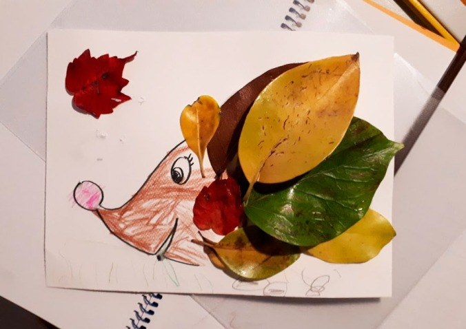 erizo-hojas-manualidades-otono-mispiesgriegos