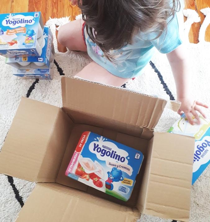abriendo-pack-yogolino-nestle-bebe